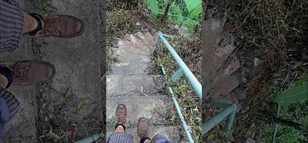 Anak tangga menuju air terjun Segenter.