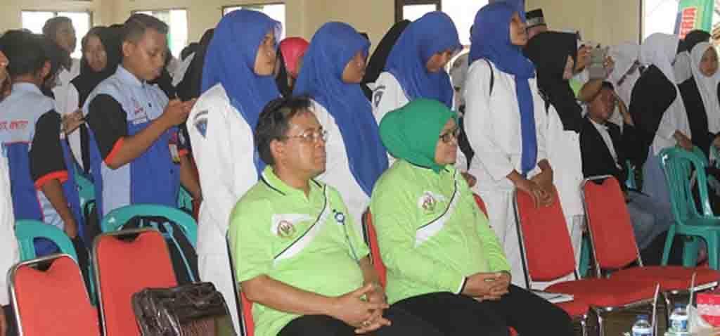 Wakil Ketua Komisi IX DPR RI, Hj. Ermalena dan Kabid BKKBN Provinsi NTB H. Jamiluddin