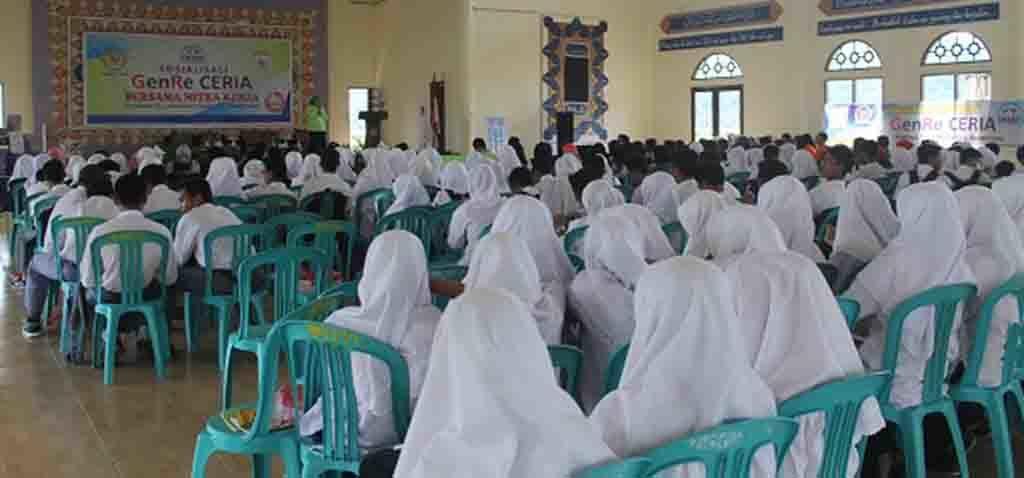 Para peserta yang hadir pada pelantikan pengurus PIK Remaja.