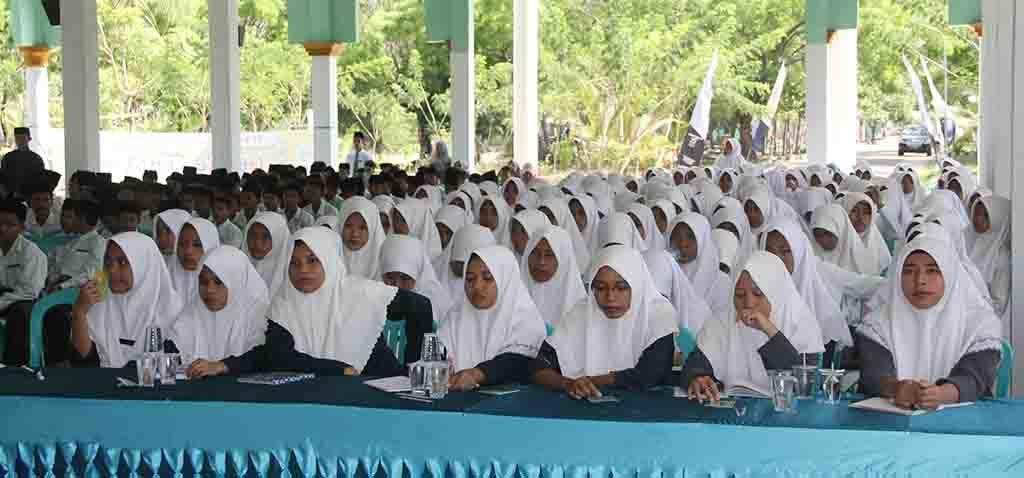 Sebagian santri Ponpes Nurul Bayan yang mengikuti acara sosialisasi.