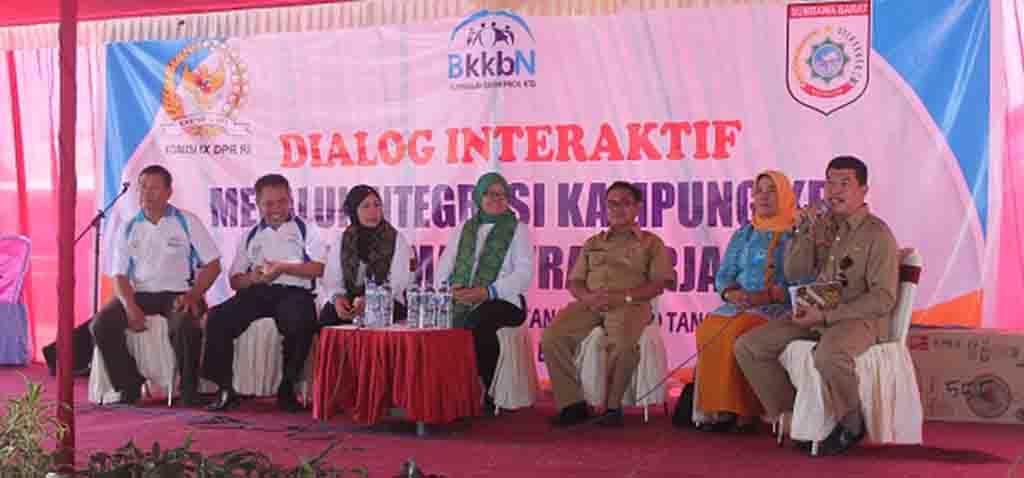 Para narasumber pada kegiatan dialog di Kampung KB Desa Poto Tano