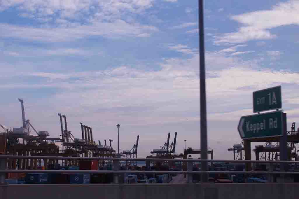 Pelabuhan Singapura (Port of Singapore) menjadi salah satu pelabuhan tersibuk di dunia.