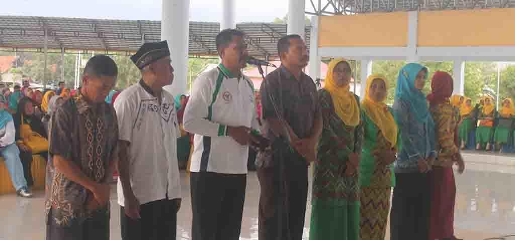 DIALOG - Suasana dialog interaktif Kampung KB dengan Wakil Ketua Komisi IX DPR RI, Hj. Ermalena MHS, Kepala BKKBN Perwakilan NTB, Lalu Makripuddin, Jumat (2/12).