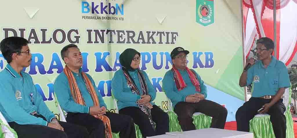 Suasana Dialog Interaktif Integrasi Kampung KB di Teluk Kombal.