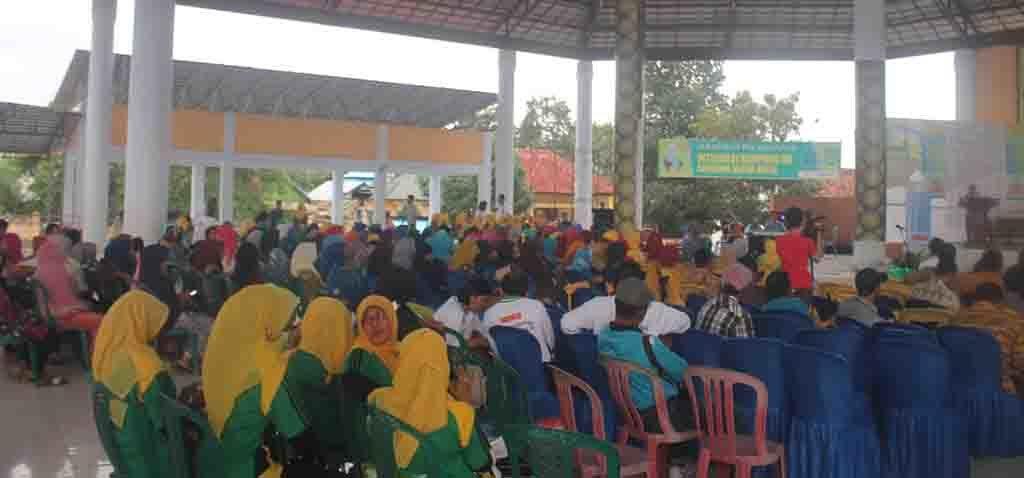 6.HADIRI - Peserta menghadiri acara pengukuhan Kampung KB di Aula Paruga Sila, Jumat (2/12).