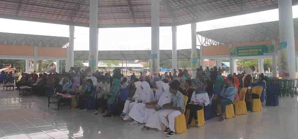 Puluhan Pelajar SMP dan SMA, Kepala Sekolah dan Guru dari beberapa sekolah di Kabupaten Bima, menghadiri acara kegiatan sosialisasi Genre Ceria, di aula paruga Sila, Sabtu, 3 Desember 2016.