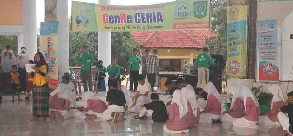 Penampilan drama, akibat dampak penyalahgunaan narkoba dan pesta bebas, pada acara Sosialisasi Genre Ceria, di aula Paruga Sila Sabtu, 3 Desember 2016.