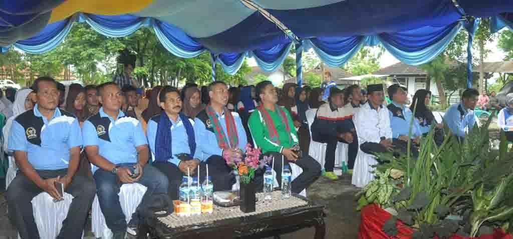 Foto yang mewakili wakil ketua komisi IX dan kepala BKKBN NTB, Kasdim 1614 Dompu, kepala BPPKB Dompu dan wakil ketua dprd dompu beserta dialog int