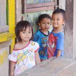 Anak-anak di Lingkungan Pondok Perasi yang akan direlokasi. Jika direlokasi, mereka butuh tempat tinggal yang lebih layak dari sebelumnya. (Suara NTB/viq)