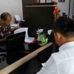 Jaksa penuntut umum KPK melimpahkan berkas dakwaan terdakwa mantan Kepala Imigrasi Mataram Kurniadie, Rabu, 2 Oktober 2019 kemarin ke Pengadilan Tipikor pada Pengadilan Negeri Mataram. (Suara NTB/why)