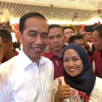 Srikandi Projo NTB Nunik Gayatri saat foto bersama Presiden Jokowi (ist)
