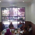 Tim Indisipliner Kota Mataram meminta keterangan Kadisnaker, Hariadi terkait stafnya selama satu tahun tidak masuk kerja. Satu dari tiga ASN menjalani sidang terancam diberhentikan karena terjerat kasus narkotika. (Suara NTB/cem)