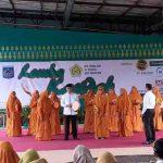 Wakil Walikota Mataram, H. Mohan Roliskana didampingi Ketua DPD Al – Hidayah Kota Mataram, Hj. Kinnastri Mohan Roliskana memukul rebana sebagai tanda dimulainya lomba kasidah tingkat Kota Mataram. (Suara NTB/cem)