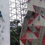 Para atlet panjat tebing tengah menjalani latihan di Gelanggang Pemuda Mataram, Rabu, 18 Maret 2020. (Suara NTB/fan)