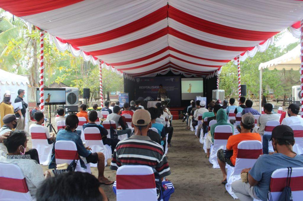 Peserta Sosialisasi Revitalisasi Bumi di Pantai Cemare, Senin, 14 September 2020.